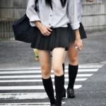 街撮り通学中JKの微エロ画像 横断歩道、通学路、黒髪の制服女子