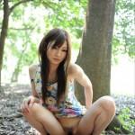 動物的すぎるwww野外で放尿しちゃう恥じらいの欠片もない女子のエロ画像