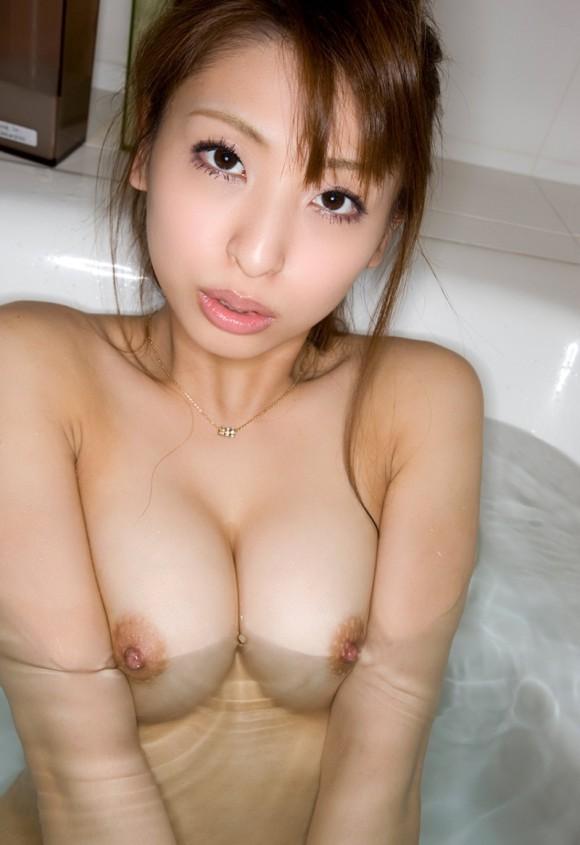 お風呂に一緒に入ってお乳モミまくりたい美しい乳お乳のオネエさんのえろ写真