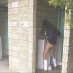 【驚愕】野ションとか男子便所でオシッコしてる素人娘を発見wwwwwwww(画像あり)