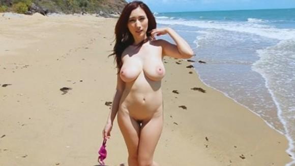 神乳という言葉を生み出したと言っても過言ではない細身ロケット乳のav女優JULIAのえろ写真