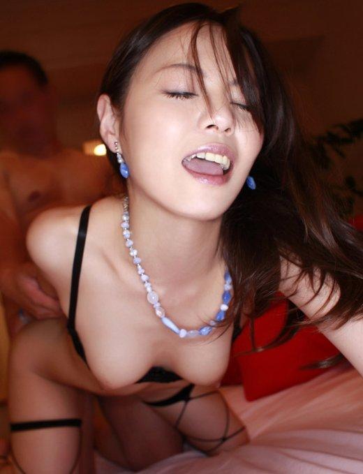 セックス中の女のアヘ顔は普段の顔より2倍カワイく見える件wwwwwwwwwwww