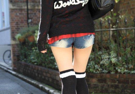 素晴らしい絶対領域を作ってくれるニーハイソックスを履いた女のえろ写真まとめ