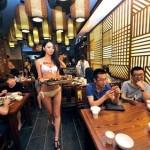 【画像】中国で水着接客するおかゆ店や水着洗車などの露出ビジネスが加速か!!