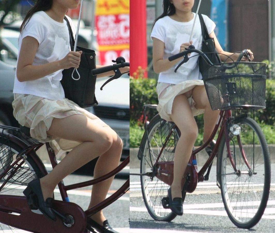 【エロ画像】【パンチラ女神】自転車にパンチラ覚悟で乗ってる素人ミニスカ娘達wwwwwww(画像あり)