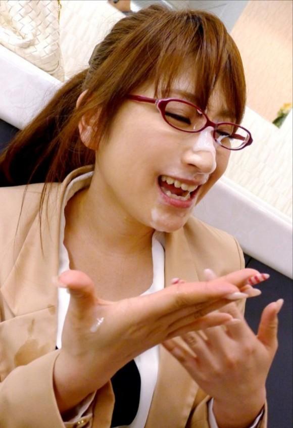 (写真)眼鏡女子には何故かガン射ぶっかけしたくなるんだが俺だけ?wwwwwwwwwwww