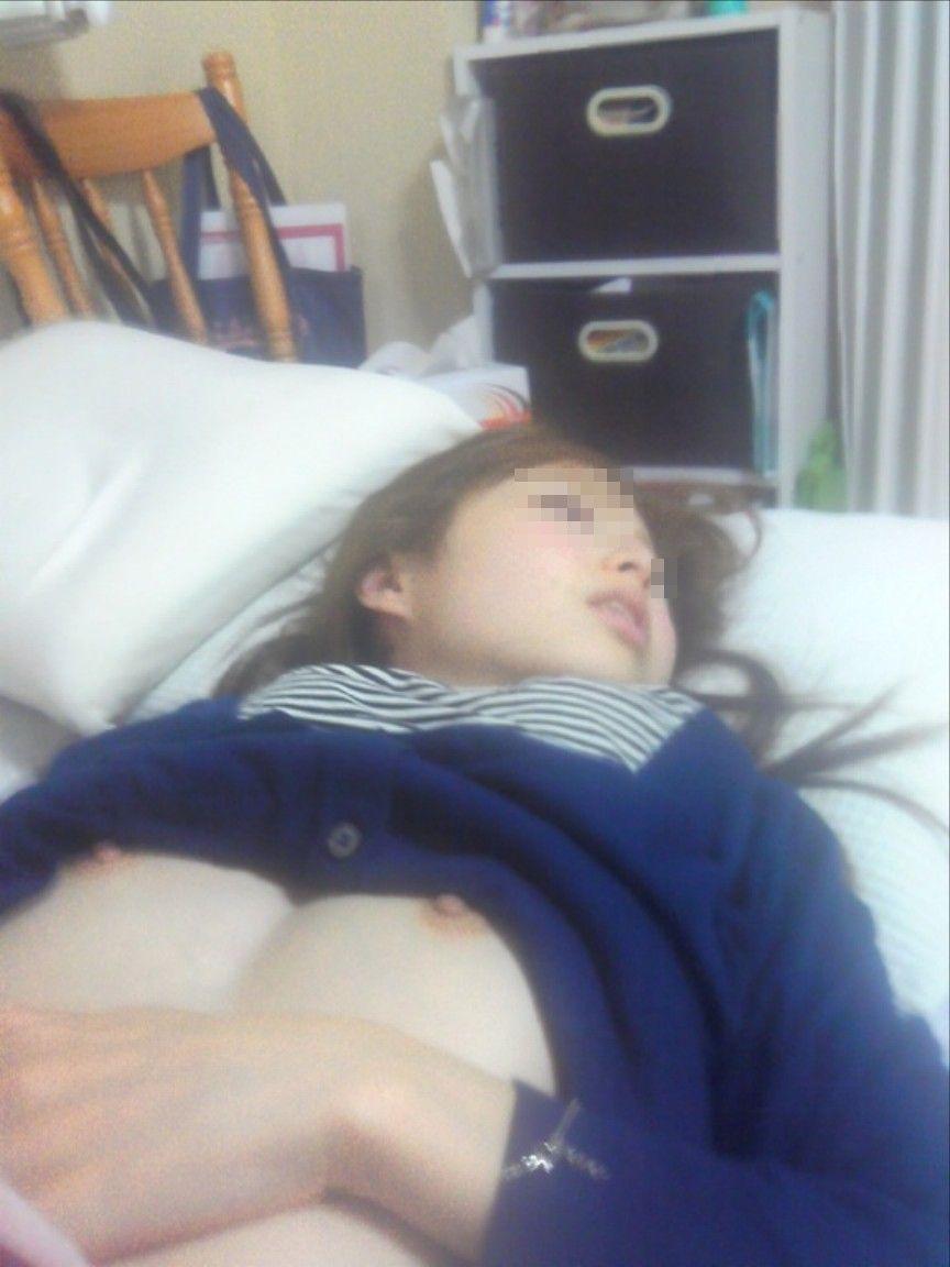 【エロ画像】彼女やセフレが寝入った後に思い出の悪戯記念撮影したエロ画像が大量流出wwwwwww(画像あり)