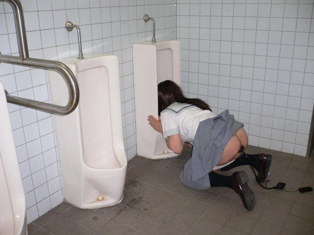 (驚愕)トイレに突如現れた本物の肉便器wwwwwwwwwwwwwwwwwwww(写真あり)