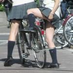 最近の女子高生の制服がけしからんwww【盗撮】セーラ服女子高生の生脚が極絶たまらんwwww