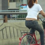 警戒心ゼロ!自転車で平気でパンチラ見せながら走行してる素人さんwwwwwww(画像あり)