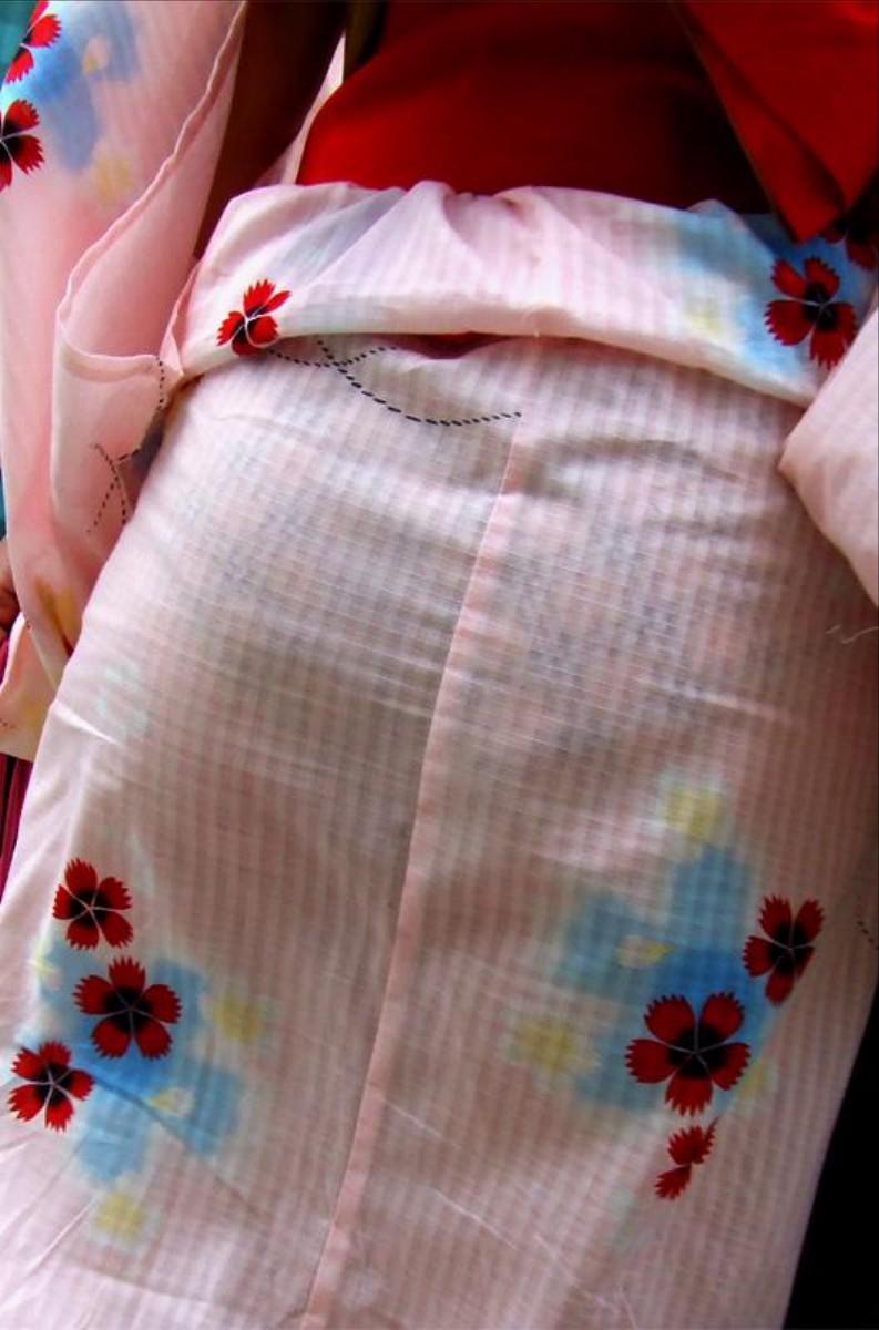 祭りで彼女とデートしていても他の女の浴衣の透けパンが気になる件wwwwwww(画像あり)