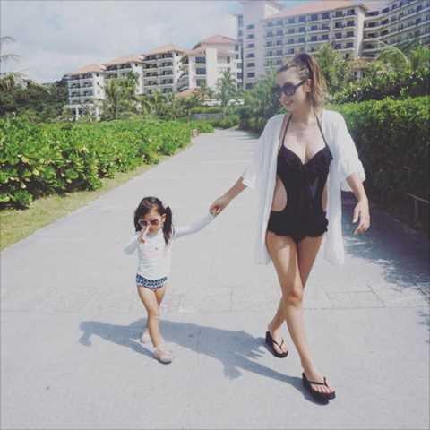 (写真あり)木下優樹菜(27)露出したヘンタイミズ着を着る…「母乳で垂れ乳…」「妊婦でこれは見苦しい…」