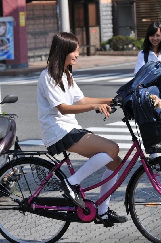 (※事故注意※)現役10代小娘や美足シロウトさんの自転車パンツ丸見えを凝視していたら事故りそうになる件wwwwwwwwwwwwwwwwww