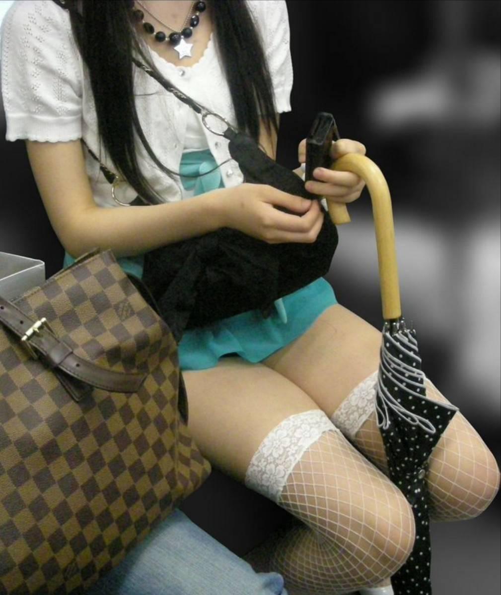 列車内で生足を曝け出すシロウト小娘がえろ過ぎてサラリーマン歓喜wwwwwwwwwwwwwwww(写真あり)