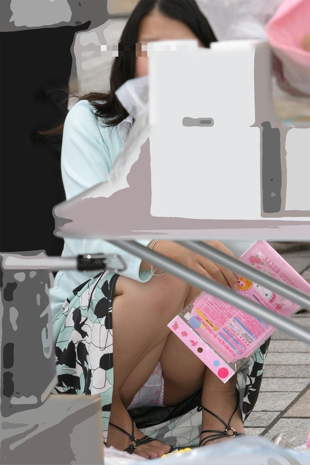 「パンツ見えても別に減るもんじゃないし…」街中でパンツ丸見えしてる女にアンケートしたら8割がこう返答したwwwwwwwwwwwwwwww(写真あり)