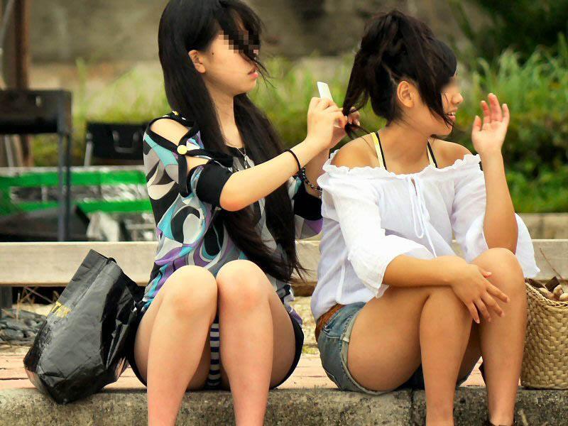 (朗報)こういうパンツ丸見えする女の8割がやりまんということが判明wwwwwwwwwwwwwwwwキャッチして即ハメしてええええええええ(写真あり)