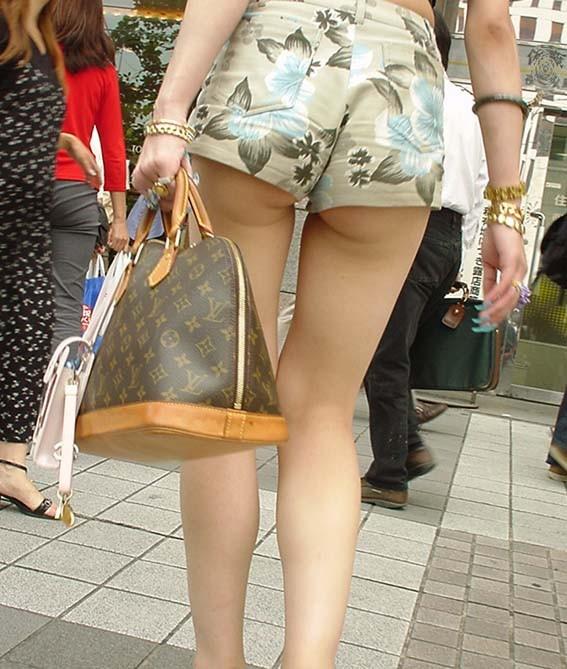※やりまん率120%※ショーパンでお尻はみ出して歩いてるビッチwwwwwwwwwwwwww(写真あり)