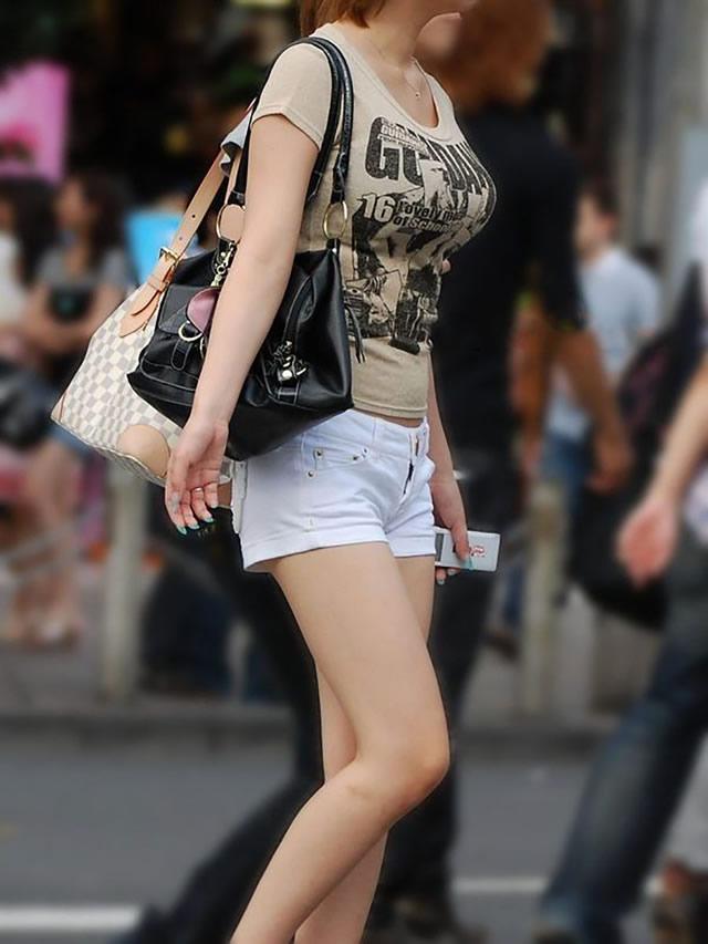 ※二度見不可避※街中で遭遇して着衣美巨乳のオネエさんの街撮り秘密撮影えろ写真wwwwwwwwwwwwww