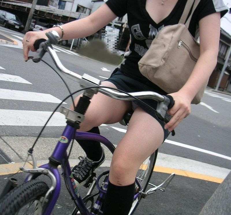 趣味「自転車でパンツ丸見え見せること」そんなヘンタイ女子が急増中wwwwwwwwwwwwwwww(写真あり)