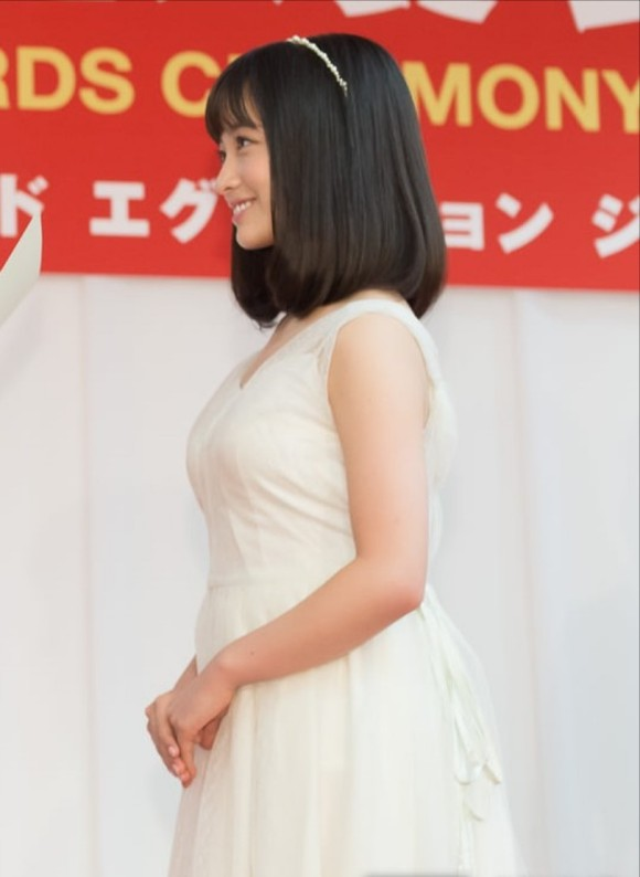 橋本環奈ちゃんのお乳がデカイ