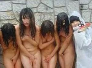 ( ガクブル )女の陰湿さが凄いwwwwww女子集団虐めの実態を捉えた写真がドン引きレベルなんだがwwwwww