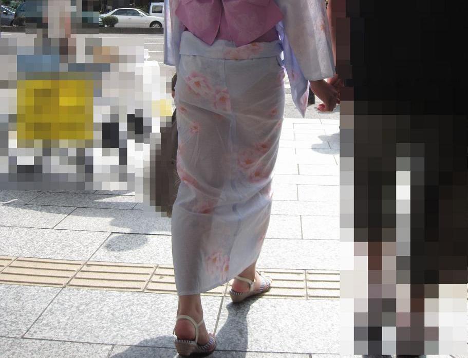 浴衣でパンツ透け透けで歩いてる女って露出狂なの?wwwwwwwwwwwwwwww(写真あり)