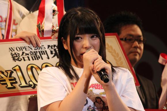 【エロ画像】人気AV女優 上原亜衣が来年の2月に引退するらしい