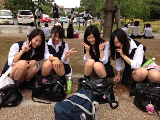 【アダルト画像】(※抜き過ぎ注意※)シロウト現役今時女子校生の生足が愛おしすぎるwwwwwwwwwwwwwwwwwwwww(画像あり)