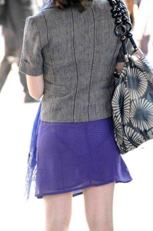 【エロ画像】教えてあげたくなるほどパンツがっつり見えてる素人さんって気付いてないの?wwwwwwww