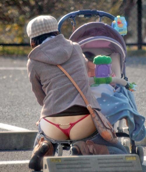 無防備なシロウトさんが見せる街撮りパンツ丸見えがえろ過ぎてボッキが止まらねえwwwwwwwwwwww(写真あり)
