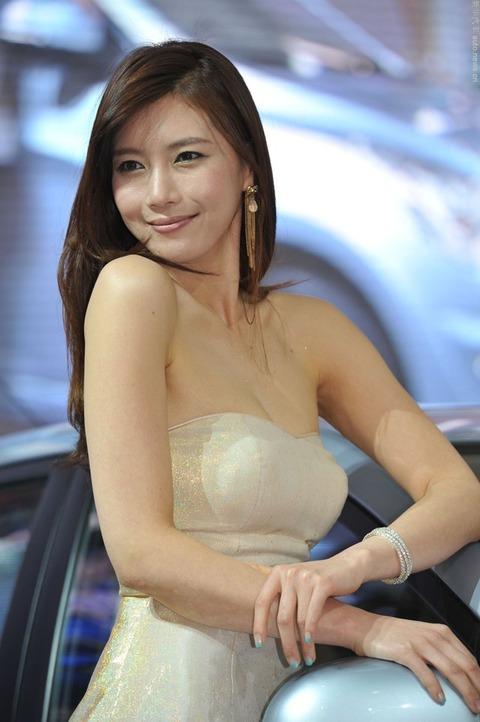 中国人モデル(ビッチ)がなりたがる職業1位が「モーターショーコンパニオン」らしいわwwwwwwwwwwww(えろ写真あり)