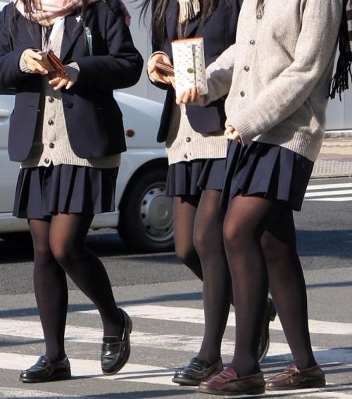 (冬の風物詩)10代小娘の黒ストッキングってマジえろくね?wwwwwwwwwwwwwwww(写真あり)