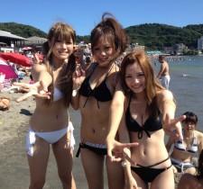 ビーチで遊んでる素人女子の水着・ビキニ姿がエロ過ぎwww 画像40枚